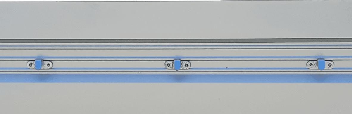Schutznetzhaken auf Aufsatzwänden montiert